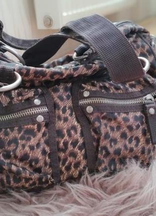 Симратичная вместительная сумочка
