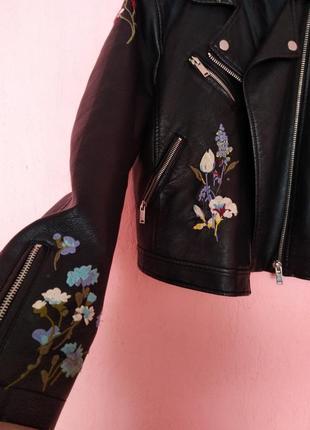 Кожаная куртка, с цветочным принтом!