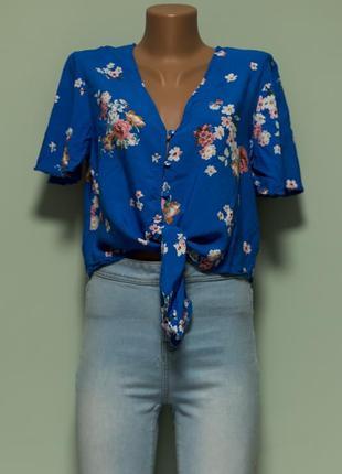 Актуальная легкая вискозная рубашка с завязками впереди1 фото