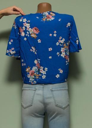 Актуальная легкая вискозная рубашка с завязками впереди3 фото