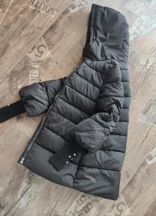 Черная куртка с вязаными манжетами/пуховик