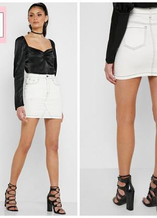 Стильная джинсовая мини юбка с контрастной строчкой  английского бренда missguided.