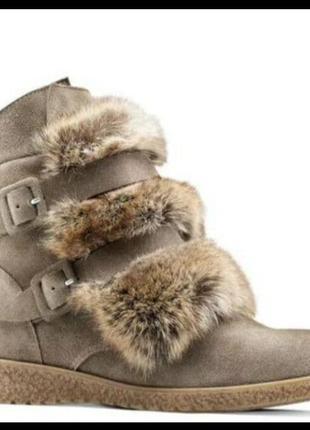 Стильные замшевые ботинки с мехом bata