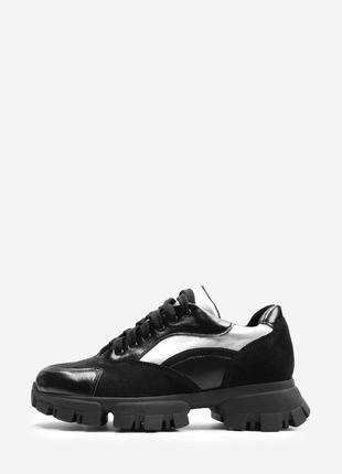 Женские черные кроссовки с серебряными вставками