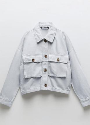 Стильна джинсова куртка з кишенями