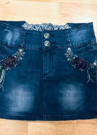 Красивая джинсовая юбка с бархатными розами. фирма l&d. смотрите наличие и замеры!!!