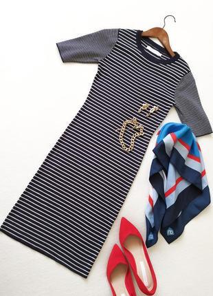 Вязаное силуэтное базовое платье миди в полоску темно-синее