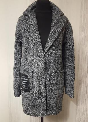 Модне твідове пальто