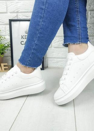 Удобные женские кроссовки