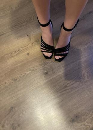 Трендовые босоножки, стойкий каблук