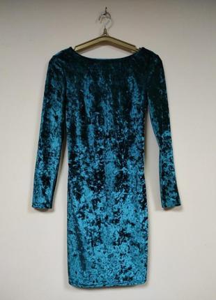 Платье велюр, изумрудного цвета, с ажурной нашивкой по спине.