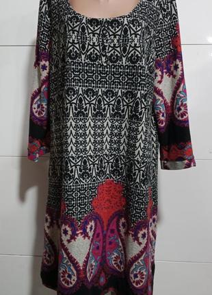 Платье цветное, 3/4 рукав, удлиненное, для полной женщины.
