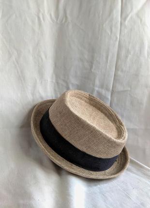 Летняя шляпа с лентой