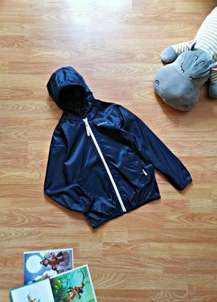 Детская спортивная фирменная ветровка - куртка для мальчика quechua - возраст 8 лет