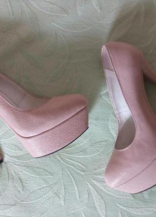 Новые шикарные туфли нежного тельного цвета