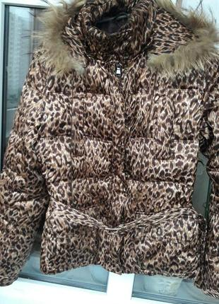 Модная куртка с леопардовым принтом!пух перо