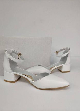 Кожаные белые женские туфельки на каблучке 3 см