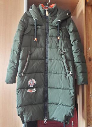 Удлиннённое пальто пуховик цвета хаки