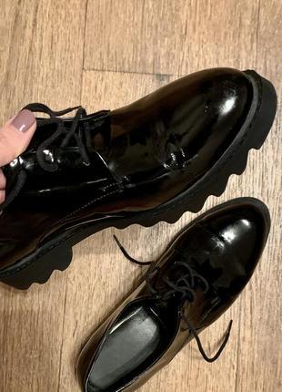 Туфли vitto rossi чёрные кожаные на шнурках, оксфорды