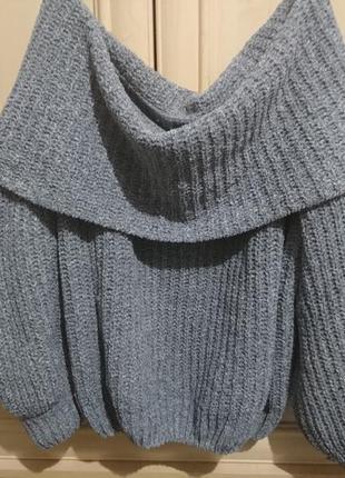 Мягкий свитер со спущеными плечами