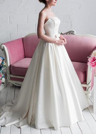 Минималистичное платье в американском стиле (без кружев, фатина и страз) цвета айвори