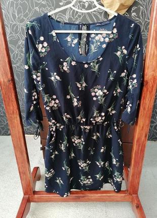 Сукня в квіти