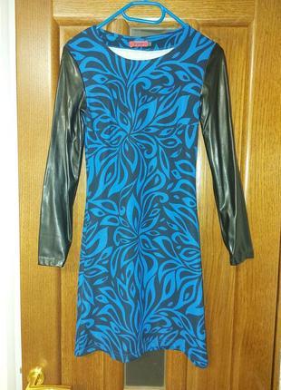 Платье с кожаным рукавом