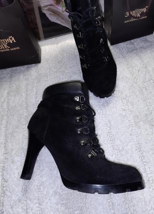 Чёрные замшевые ботинки ботильоны на шнуровке от ralph lauren