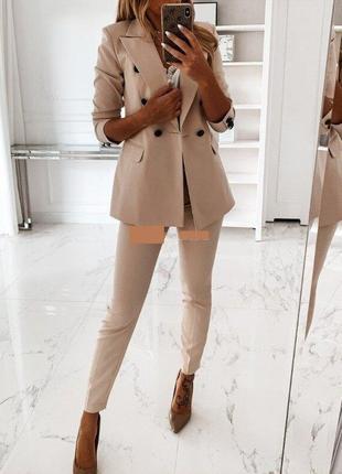 Стильный классический деловой брючный костюм