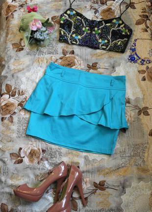 Стильная ярко синяя юбка с баской