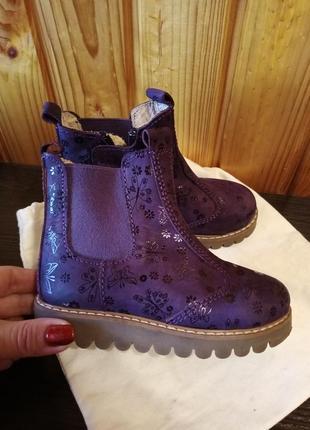 Шикарные ботинки на маленькие ножки