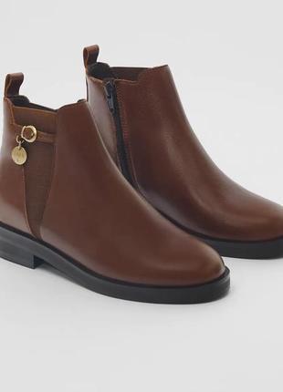 Кожаные ботинки zara с медальоном, размеры 33,36,37