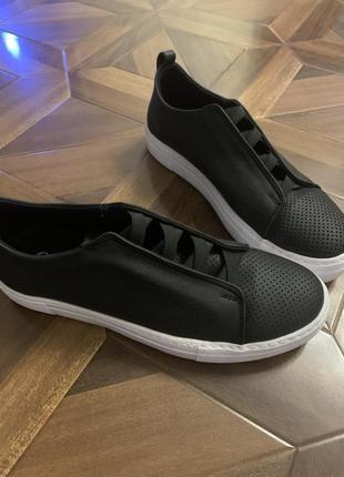 Продам новую кожаную обувь