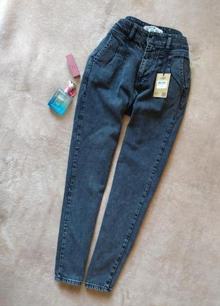 Трендовые тёмно серые укороченные зауженные джинсы мом