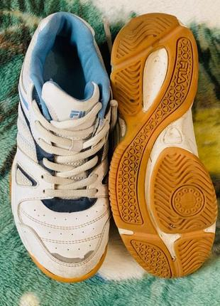 Фирменные удобные кроссы