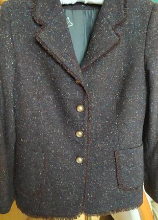 Шерстяной костюм в стиле шанель
