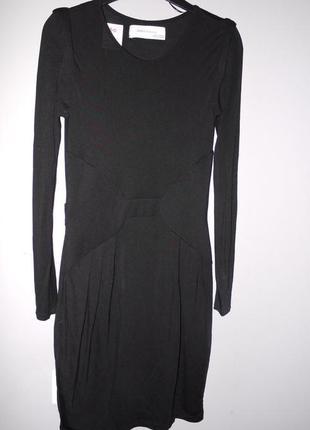 Трикотажное платье zara в обтяжку . чёрное . можно как в офис так и на вечеринку ;)