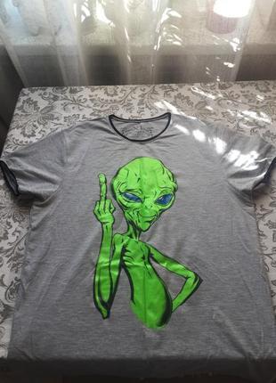 Крутая футболка с люминесцентной картинкой