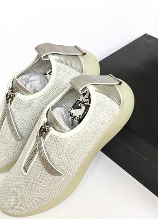 Летние кроссовки сеточка люрекс dkny susan metallic knit front zip wedge sneakers