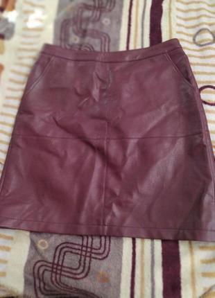 Модная юбка из кожзама