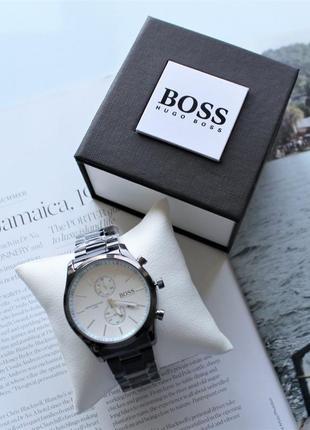 Мужские наручные часы черно-белые