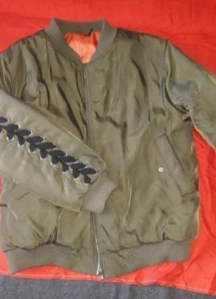 Брендовая куртка бомбер пуховик пуфер оверсайз хаки шнуровка декор
