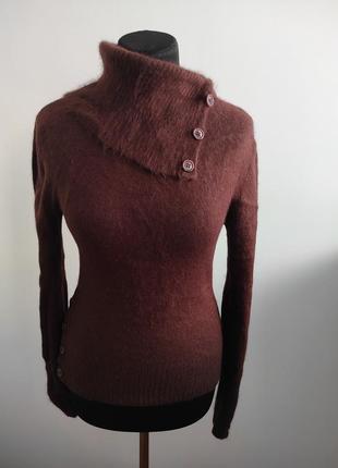 Теплый ангоровый свитер c горловиной от lechateau