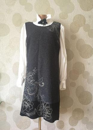 Шерстяное платье сарафан  миди с вышивкой promod