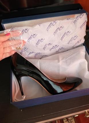 Кожаные туфли лодочки на шпильке