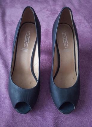 Кожаные туфли с открытым носком, 40 рр