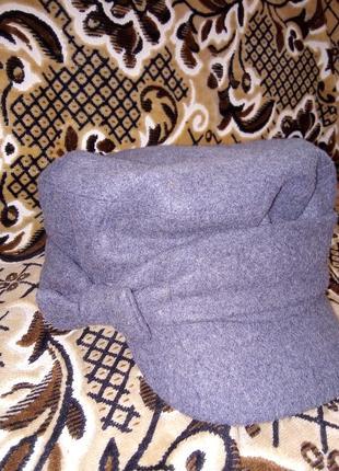 Тепла,стильна і якісна сіра кепка  відомого бреда suyutti .стан нової!