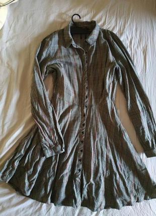 Стильное отрезное по талии платье-рубашка в клетку