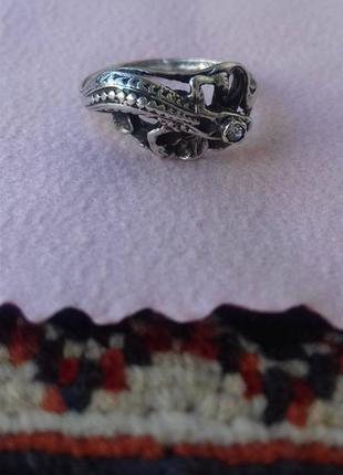 Серебрянное кольцо с ящерицей