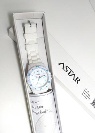 Новые кварцевые часы с силиконовым ремешком
